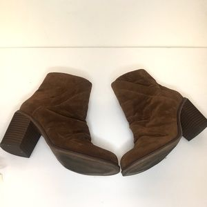 UNIVERSAL THREAD SUEDE BROWN BOOTIES